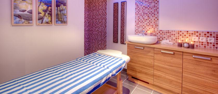France_La-Plagne_Balcons-de-Belle-Plagne-Apartments_Treatment-room-spa2.jpg